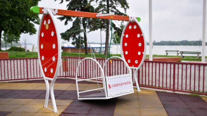 Postavljene ljuljaške za decu s invaliditetom 1