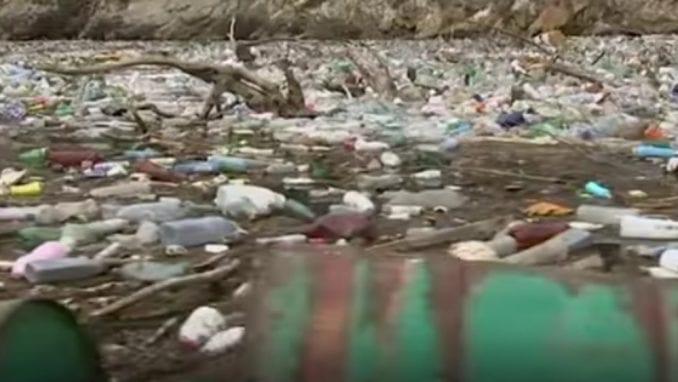 Kako izgleda borba sa ostrvom smeća koje pluta Drinom (VIDEO) 1