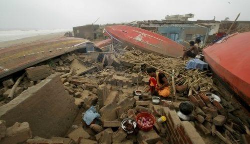 U ciklonu u Indiji poginulo 34 ljudi, u Bangladešu 15 8