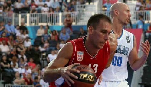 Basketaš Marko Ždero nosi zastavu Srbije na otvaranju Evropskih igara u Minsku 3