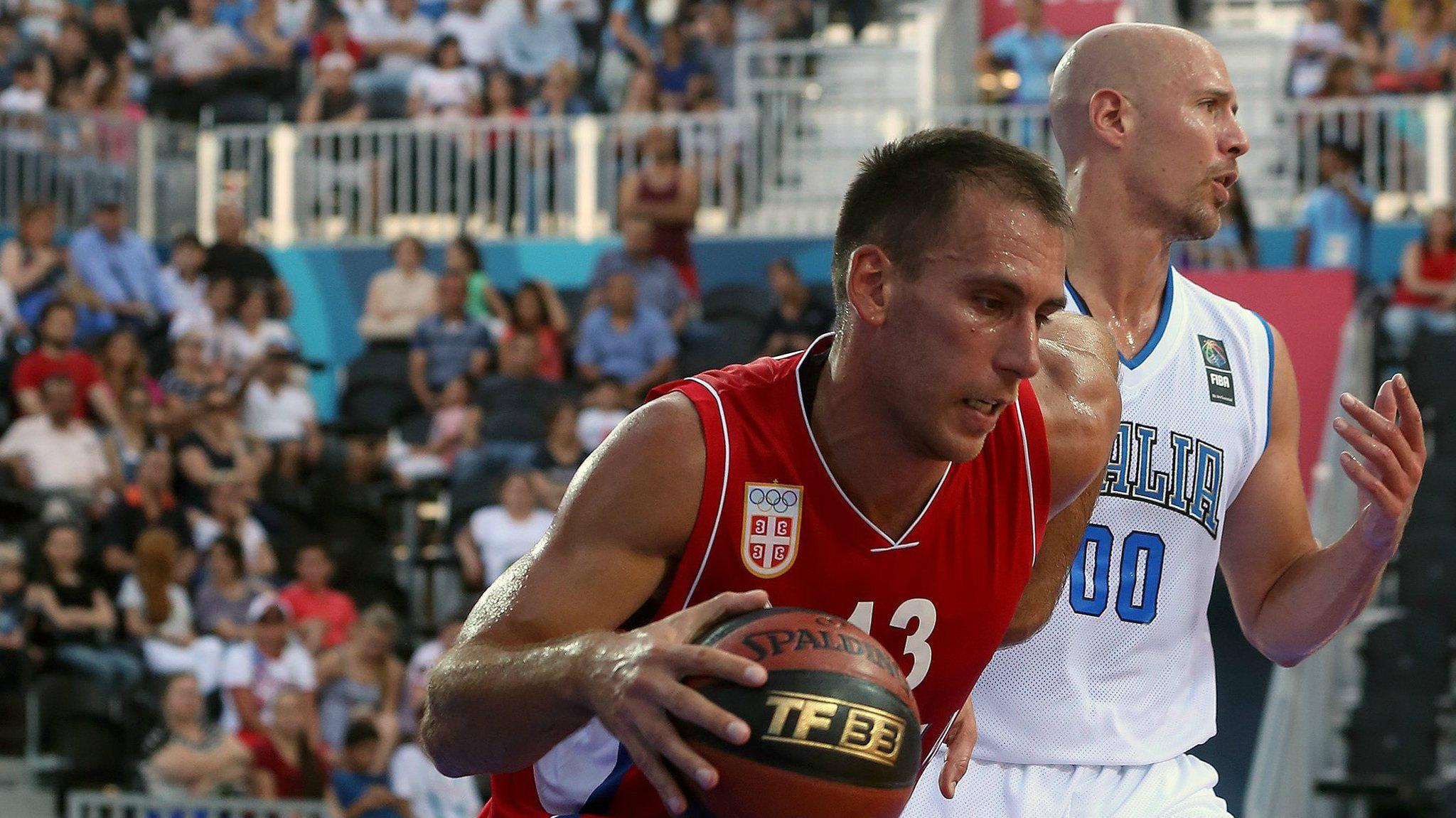 Basketaš Marko Ždero nosi zastavu Srbije na otvaranju Evropskih igara u Minsku 1
