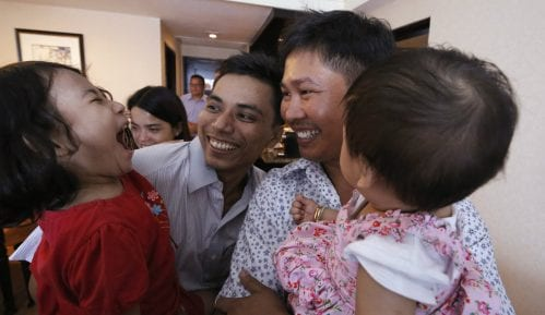 Mjanmar oslobodio novinare Rojtersa 12