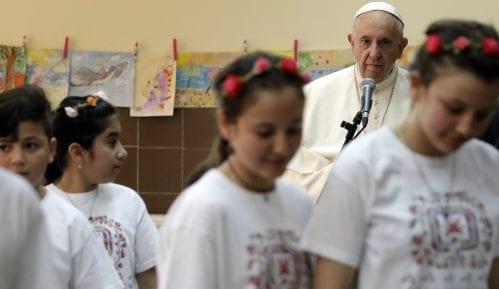 Papa posetio izbeglički centar u Bugarskoj 7