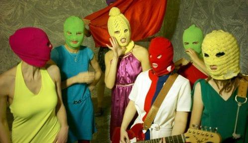 Članica grupe Pusi rajot i šest njenih prijatelja privedeno u Moskvi 1