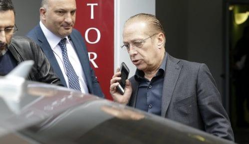 Berluskoni izašao iz bolnice i tvrdi da je spreman za izbornu kampanju 15