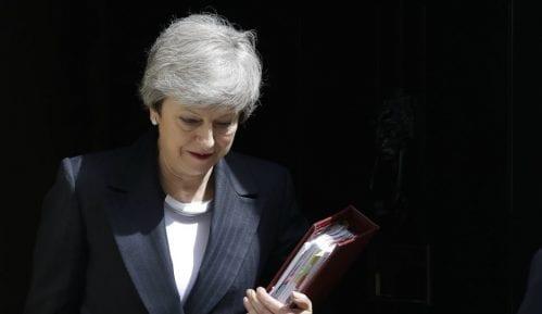 Tereza Mej na putu ka Bakingemskoj palati gde treba zvanično da preda ostavku 4