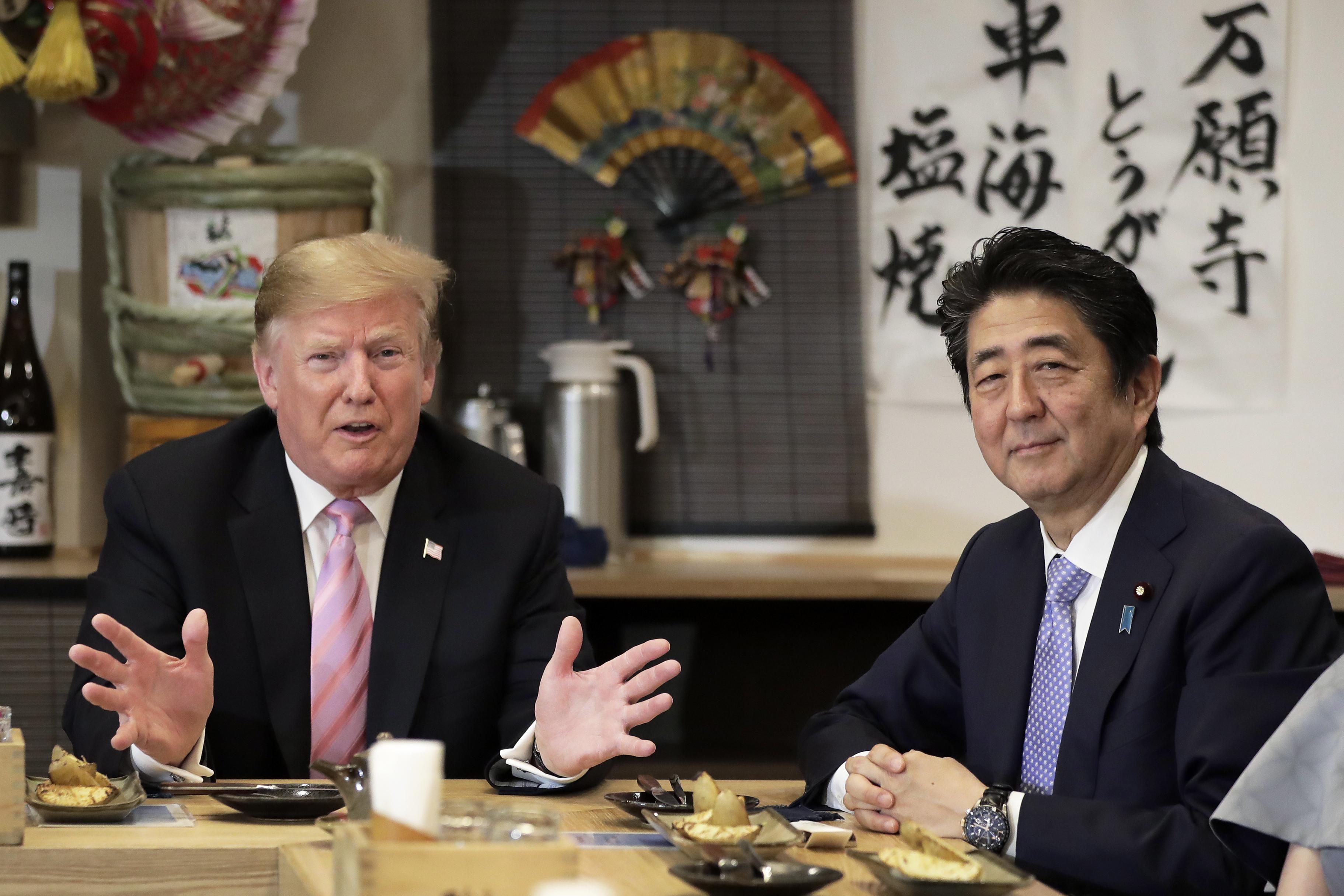 Tramp drugog dana posete Japanu gledao sumo rvanje i igrao golf sa Abeom 2