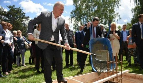 Obrenovac: Postavljen kamen temeljac novog bloka škole u naselju Zvečka 8