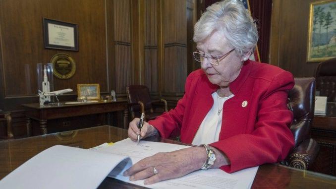 Guvernerka Alabame potpisala zakon o zabrani abortusa 1