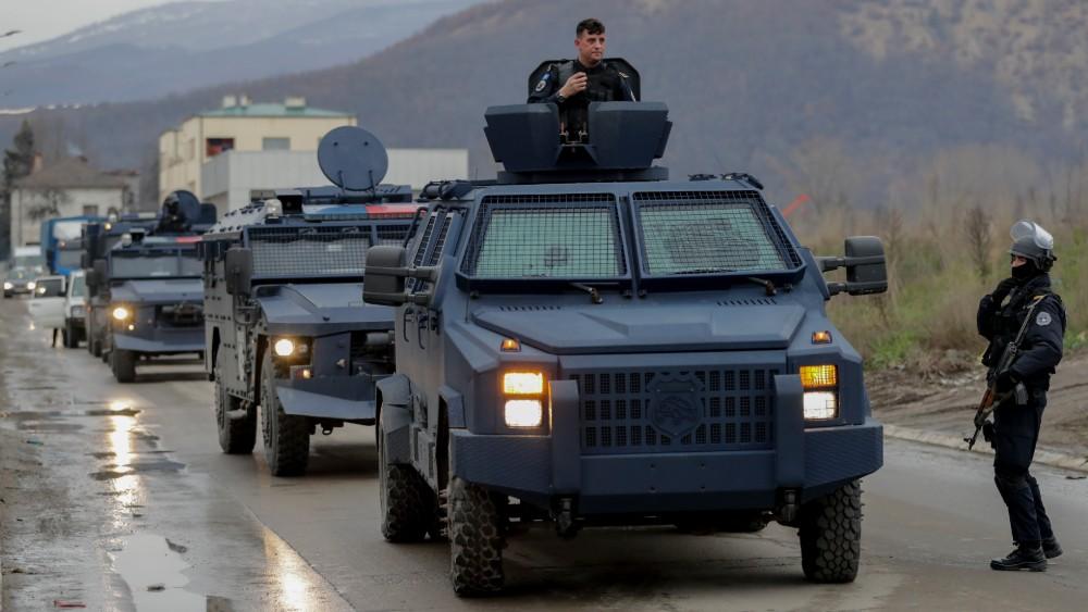 Specijalne jedinice Rosu na prelazima na Kosovu, skidaju srpske tablice 1