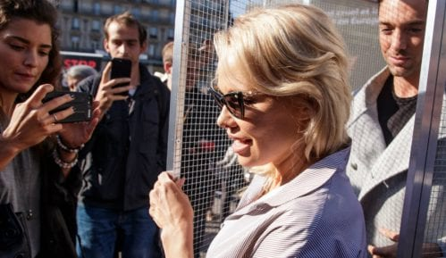 Pamela Anderson posetila Asanža u zatvoru 4