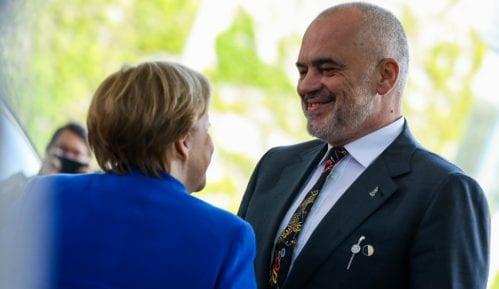 EK predložila otvaranje pregovora o pristupanju EU sa Makedonijom i Albanijom 12