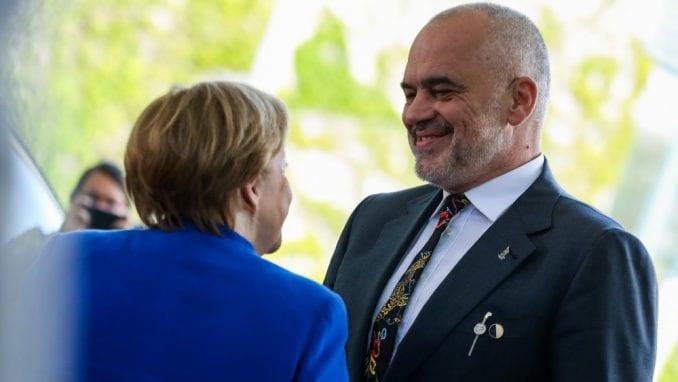 EK predložila otvaranje pregovora o pristupanju EU sa Makedonijom i Albanijom 1