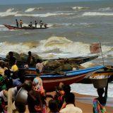 U naletu ciklona i brodolomu kod obala Mumbaja nestalo 127 ljudi 11
