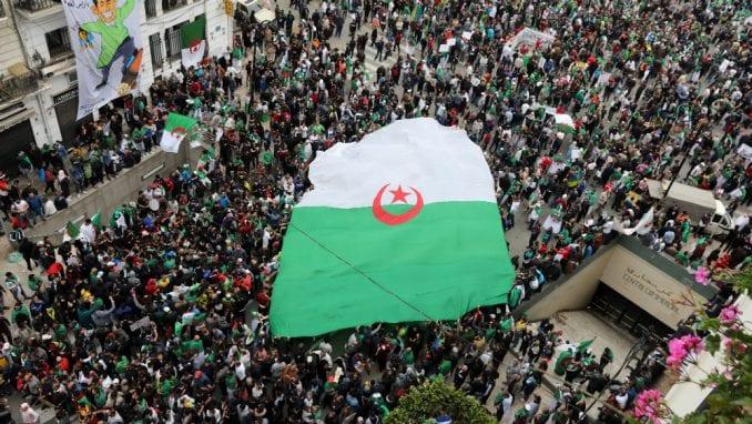 Alžirci ponovo na ulicama, traže odlazak režima 1