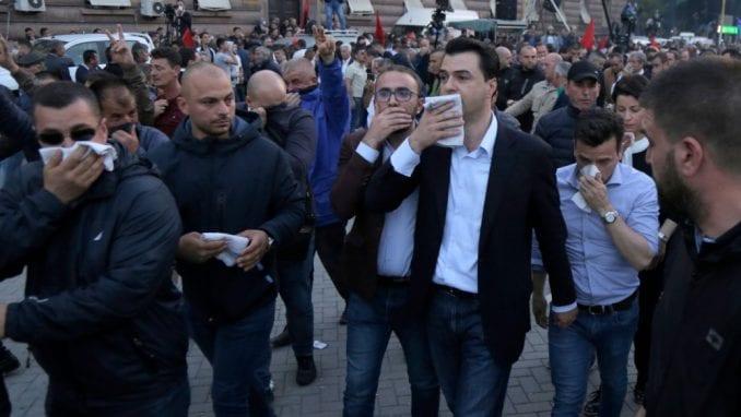 Kocijančič o protestima u Tirani: Mesto za dijalog je u parlamentu 3