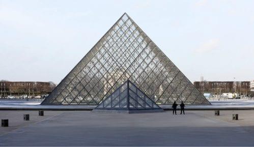 U Francuskoj zatvoreni Luvr, Versaj i Ajfelova kula 4