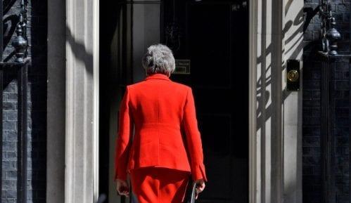 Britanska premijerka danas zvanično podnosi ostavku 13