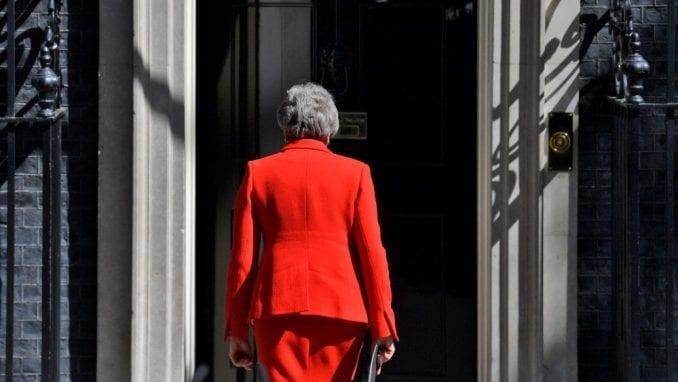 Britanska premijerka danas zvanično podnosi ostavku 4