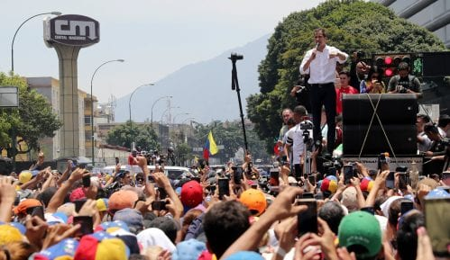 U Karakasu i danas sukobi između policije i pristalica opozicije 12