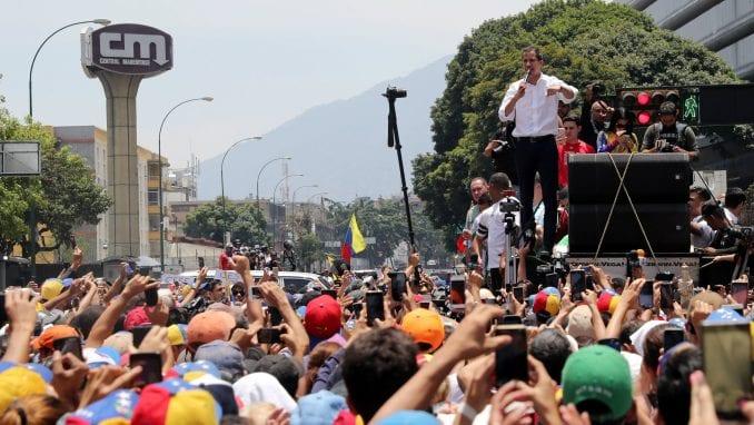 U Karakasu i danas sukobi između policije i pristalica opozicije 3