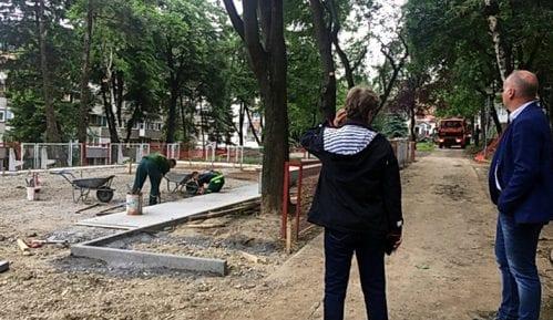 Učiteljsko naselje na leto dobija dva rekonstruisana dečja igrališta 14