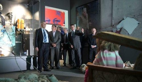 Nekadašnji komandanti brigada obišli izložbu o NATO bombardovanju 12