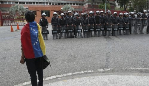 Poslanik opozicije u Venecueli pobegao u argentinsku ambasadu 13