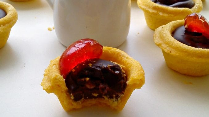 Recept nedelje: Korpice sa čokoladom i višnjama 1