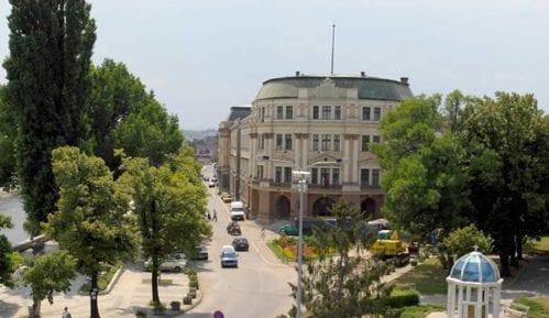 Stanari Sinđelićevog trga u Nišu sprečili seču lipa zbog izgradnje garaže 11