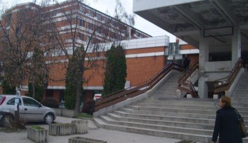 Stigla oprema za početak rekonstrukcije krova Opšte bolnice Pirot 13