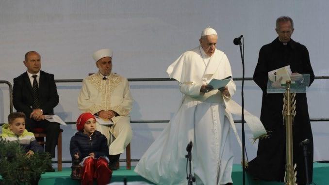 Papa se izvinio Romima zbog diskriminacije od strane katoličke crkve 3