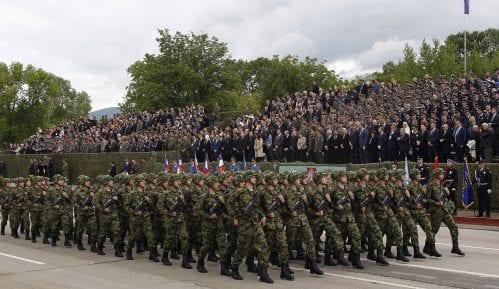 Vučić: Čuvaćemo mir, ali smo spremni da se branimo ako bude trebalo (FOTO) 9