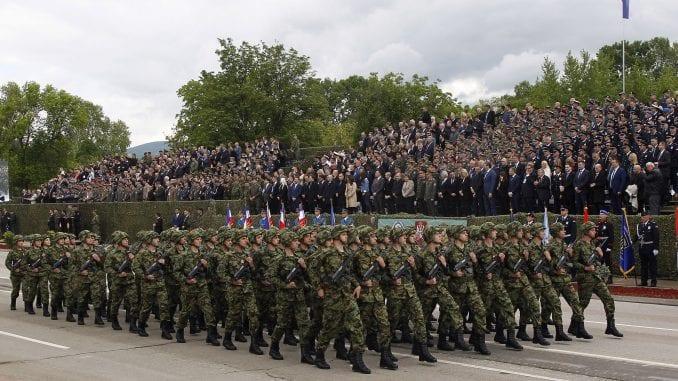 Vučić: Čuvaćemo mir, ali smo spremni da se branimo ako bude trebalo (FOTO) 1