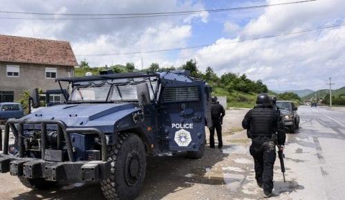 Kosovska policija privela ženu koja je nosila srpsku zastavu 15
