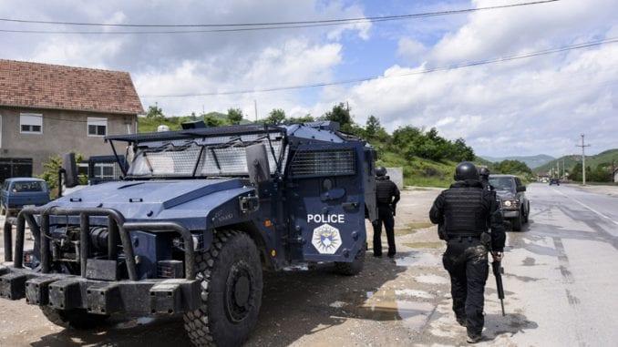 Kosovska policija privela ženu koja je nosila srpsku zastavu 4
