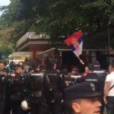 """Incidenti desničara sa policijom pred otvaranje festivala """"Mirdita, dobar dan"""" (VIDEO) 1"""