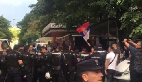 """Incidenti desničara sa policijom pred otvaranje festivala """"Mirdita, dobar dan"""" (VIDEO) 15"""