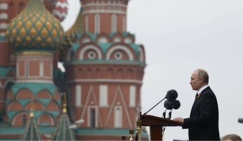Putin na vojnoj paradi pozvao na ujedinjenje u borbi protiv savremenih pretnji (FOTO) 13
