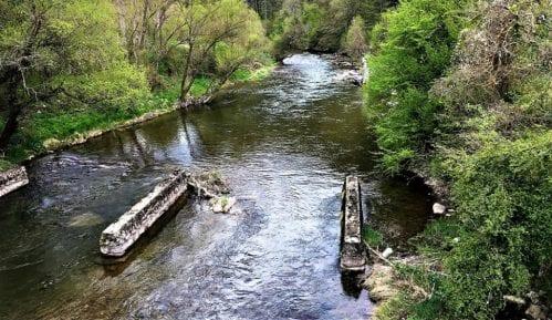 Meštani blokirali put od Brzeća ka Kopaoniku - ne žele mini-hidroelektranu 11