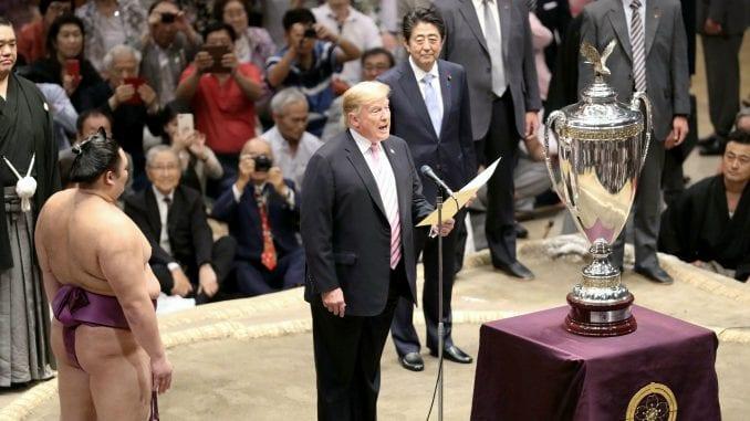 Tramp drugog dana posete Japanu gledao sumo rvanje i igrao golf sa Abeom 1