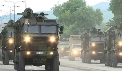 Vojna parada u Nišu: Ruski tenkovi i srpsko naoružanje pred građanima 8