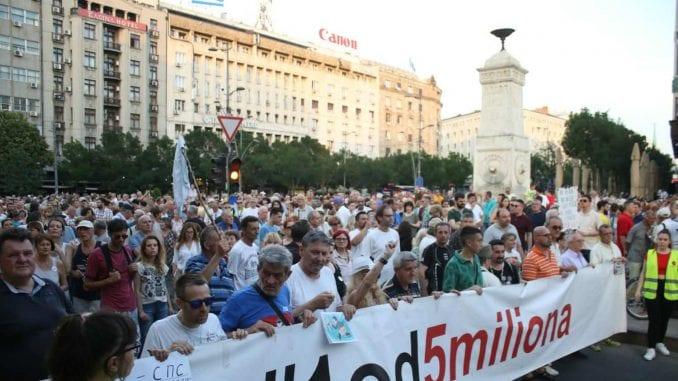 Novi protest u BG: Fotografije pretučenih biće ostavljene ispred RTS 3