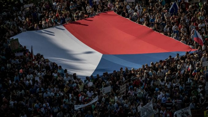 Češki komunisti predlažu parlamentu da Češka povuče priznanje Kosova 3