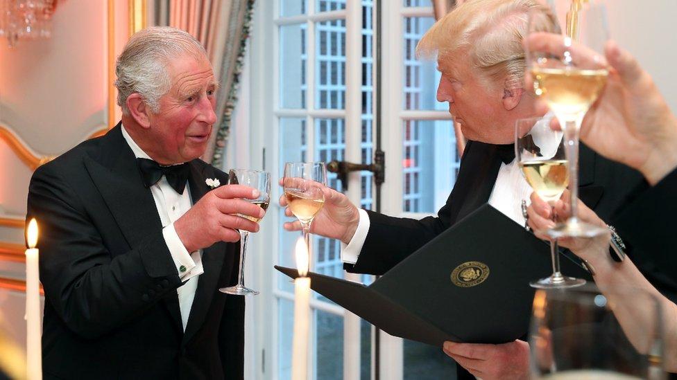 Princ Čarls i Donald Tramp nazdravljaju