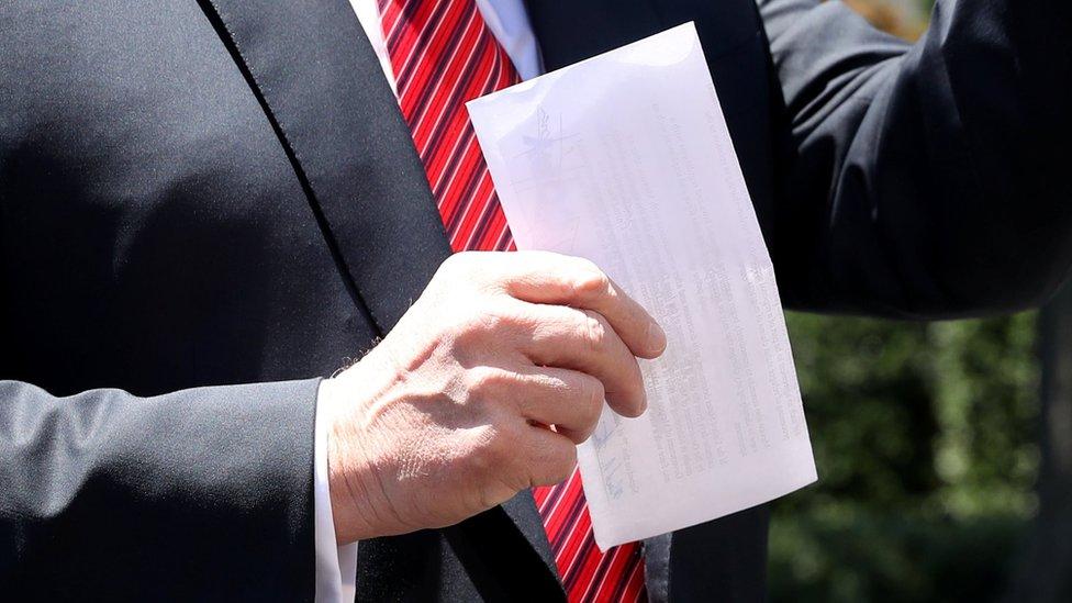 Neki od detalja plana su mogli da se pročitaju kroz providan papir