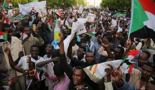 Šezdesetoro ubijenih u intervenciji vojske na protestima 6