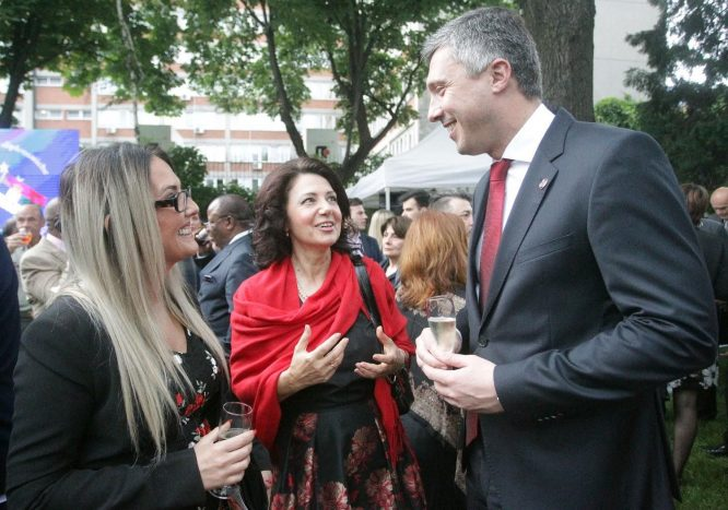 Italijanski ambasador: Italija ohrabruje prijatelje u Beogradu da nastave pregovore sa Prištinom (FOTO) 5