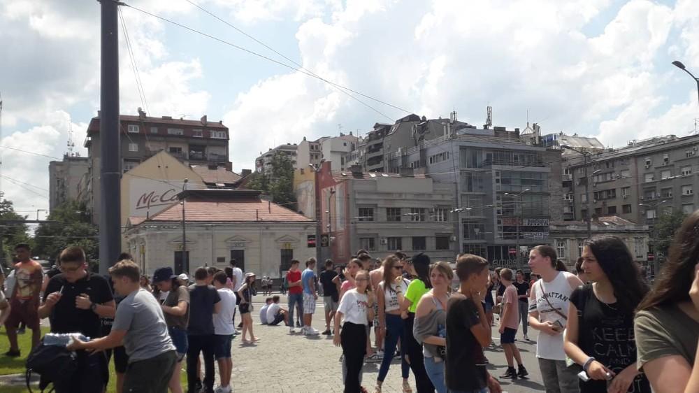Osmaci šetali do Predsedništva, traže ostavku ministra i poništavanje mature 1