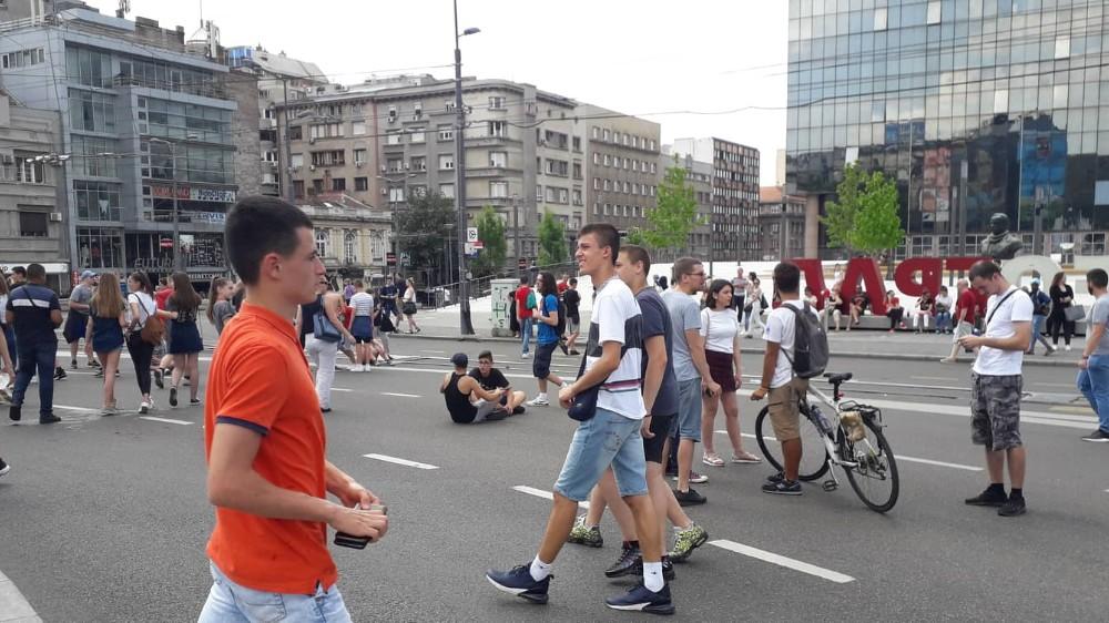 Osmaci šetali do Predsedništva, traže ostavku ministra i poništavanje mature 2